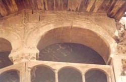 Cracks at arch voussoirs, Stone physical and chemical weathering -- Deterioration of canopy caused by rain water
