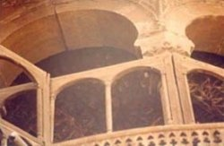 Cracks at arch voussoirs -- deterioration of wooden ceiling, deterioration of wooden grille.